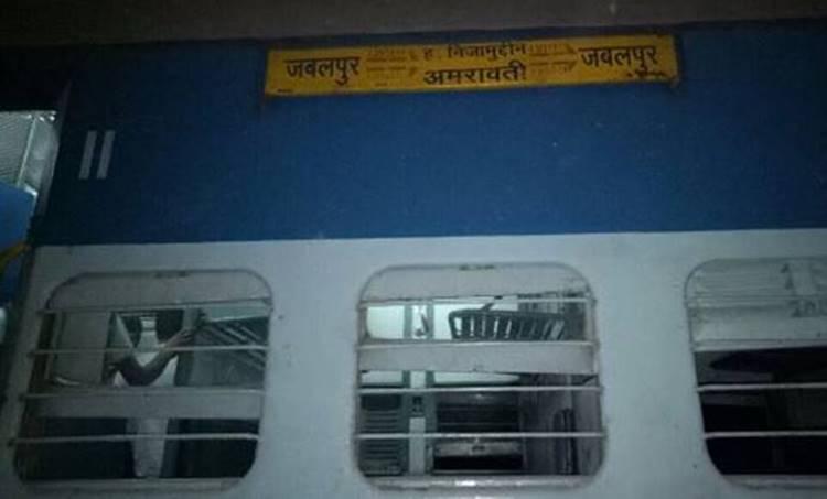Eight coaches of Mahakoshal Express derails: മഹാകോശൽ എക്സ്പ്രസിന്റെ എട്ട് ബോഗികൾ പാളം തെറ്റി