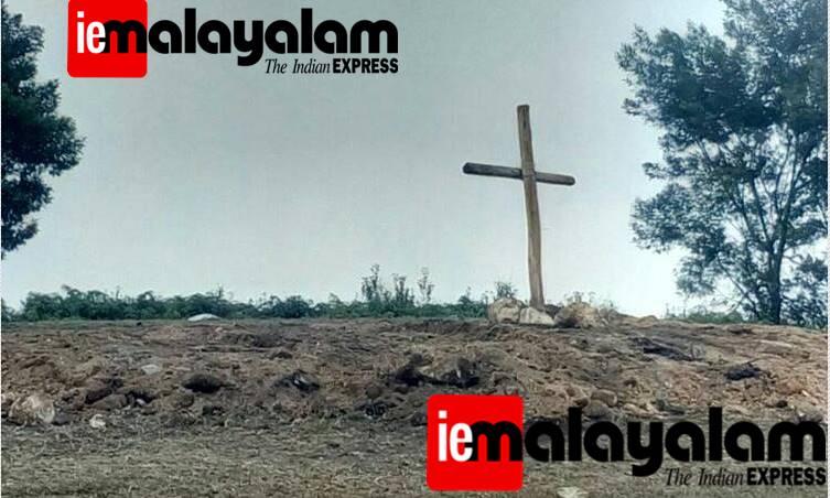 wooden cross, munnar, pappaathi chola