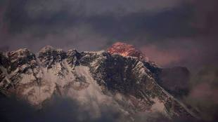 Mount Everest, Death toll in everest, climbers, mountaineer, Sherpa rescuers, The Nepalese Tourism Department, എവറസ്റ്റ്, പർവ്വതാരോഹകൻ