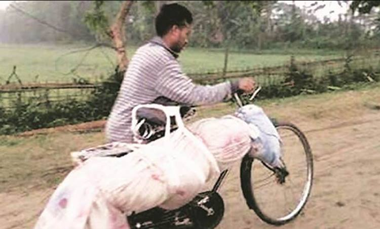 Ambulance denied for dead body, മൃതദേഹത്തിന് ആംബുലൻസ് നൽകാൻ വിസമ്മതിച്ചു, India, UP ambulance denied case