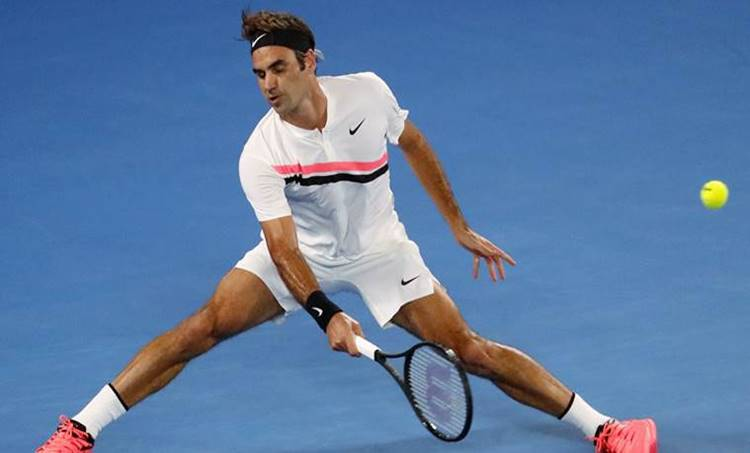 Australian Open Final Live: Roger Federer took an early lead in the fifth set against Marin Cilic. (Source: Reuters)