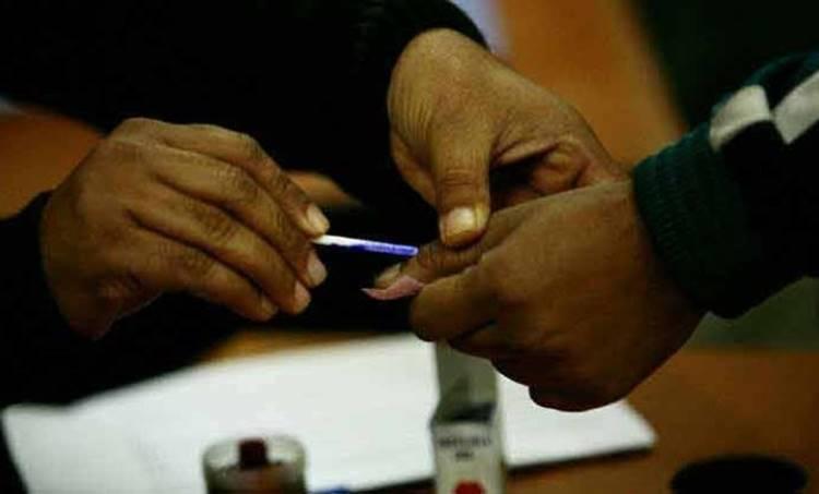 kalamassery repolling, Record polling, റോക്കോർഡ് പോളിങ്, record polling in kerala, കേരളത്തിൽ റെക്കോർഡ് പോളിങ്, Kerala Voting, കേരളത്തിലെ വോട്ടെടുപ്പ്, Voting, വോട്ടെടുപ്പ്, Lok Sabha Election 2019, ലോക്സഭാ തിരഞ്ഞെടുപ്പ് 2019, 3rd Phase Voting, മൂന്നാം ഘട്ട വോട്ടെടുപ്പ്, Kerala Election, Congress, കോൺഗ്രസ്, BJP, ബിജെപി, CPIM, സിപിഎം, LDF, എൽഡിഎഫ്, UDF,യുഡിഎഫ്, NDA, എൻഡിഎ, IE Malayalam, ഐഇ മലയാളം, lok sabha election, lok sabha election 2019 phase 3, election 2019 polling live, lok sabha election 2019 voting, phase 3 lok sabha election 2019, phase 3 election 2019 polling live, election 2019Re Polling, Election, Kerala
