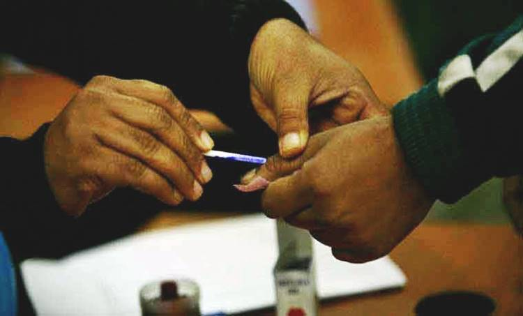 Kerala Voting, കേരളത്തിലെ വോട്ടെടുപ്പ്, Voting, വോട്ടെടുപ്പ്, Lok Sabha Election 2019, ലോക്സഭാ തിരഞ്ഞെടുപ്പ് 2019, 3rd Phase Voting, മൂന്നാം ഘട്ട വോട്ടെടുപ്പ്, Kerala Election, Congress, കോൺഗ്രസ്, BJP, ബിജെപി, CPIM, സിപിഎം, LDF, എൽഡിഎഫ്, UDF,യുഡിഎഫ്, NDA, എൻഡിഎ, IE Malayalam, ഐഇ മലയാളം, lok sabha election, lok sabha election 2019 phase 3, election 2019 polling live, lok sabha election 2019 voting, phase 3 lok sabha election 2019, phase 3 election 2019 polling live, election 2019