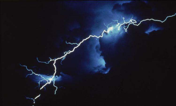 kerala weather, കേരള കാലാവസ്ഥ, rain in kerala, കേരളത്തില് മഴ,lighting, how to be safe from lightning, ie malayalam,
