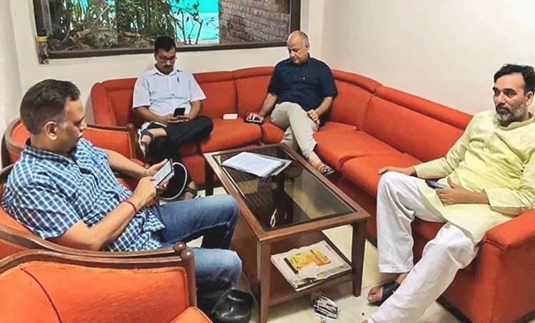 arvind kejriwal, arvind kejriwal protest, aap protest, Aam Aadmi Party, aap lg protest, aap protest live updates, delhi ias officers strike, kejriwal ias controversy