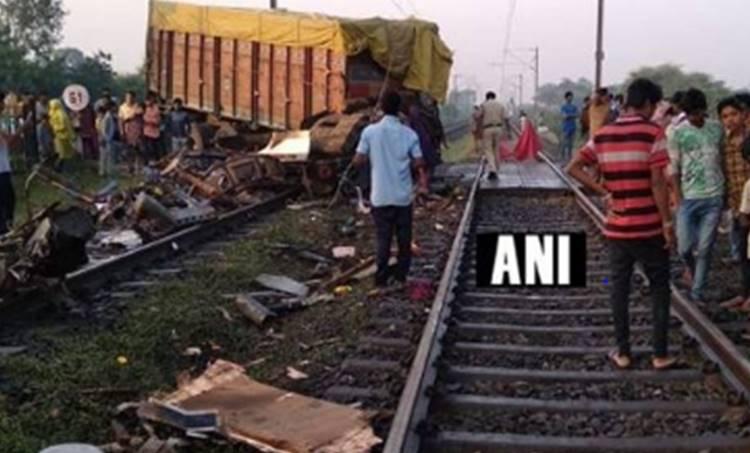 rajadhani express derailed