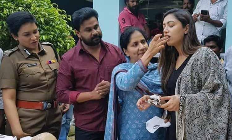 Mamta Mohandas Birthday Celebrations at Dileep Starrer B Unnikrishnan Film Location