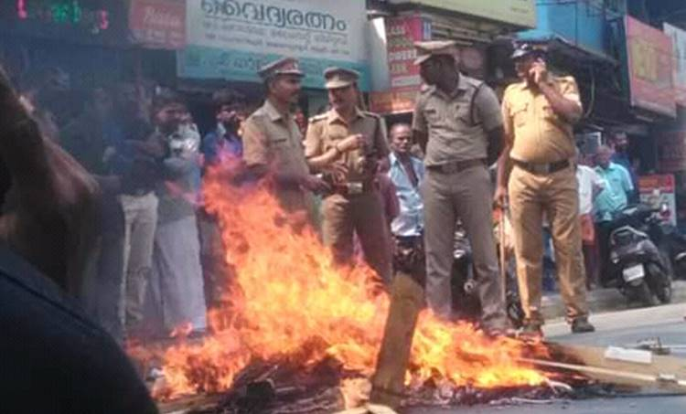 kerala harthal, കേരള ഹർത്താൽ, kerala hartal, total arrest, ആകെ അറസ്റ്റ്, ശബരിമല, arrest continues, bail, sabarimala, sabarimala updation, dgp, kerala police, arrest, അറസ്റ്റ്, iemalayalam, ഐ ഇ മലയാളം, today news, news india, latest news, breaking news,kerala news, kerala news malayalam, കേരള വാർത്തകൾ, kerala news today, kerala news headlines, kerala news live, latest malayalam news today,malayalam news, മലയാളം വാർത്തകൾ, malayalam news live, മലയാളം വാർത്തകൾ ലൈവ്, malayalam flash news, ഇന്നത്തെ വാർത്ത, malayalam news online, വാർത്ത ചാനൽ, malayalam flash news, malayalam news online, malayalam news kerala, malayalam news live stream, malayalam news papers,