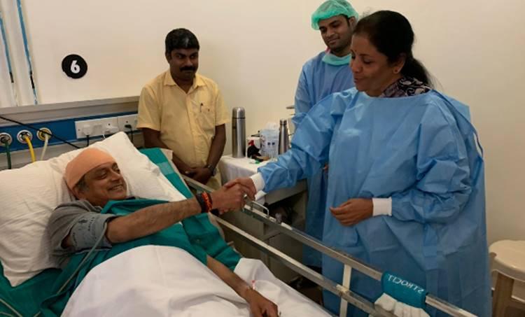 Shashi Tharoor, Nirmala Sitharaman