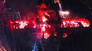 നോത്രദാം, Dramatic Footage of Notre Dame Spire Collapse, പാരീസ്, paris, notre-dame, notre-dame cathedral, paris fire, നോട്ടര്ഡാം പള്ളി, നോട്ടര്ഡാം കത്തീഡ്രല്, നോട്ടര്ഡാം തീപിടിത്തം, നോട്ടര്ഡാം അഗ്നിബാധ, പാരീസ് അഗ്നിബാധ, പാരീസില് തീപിടിത്തം,