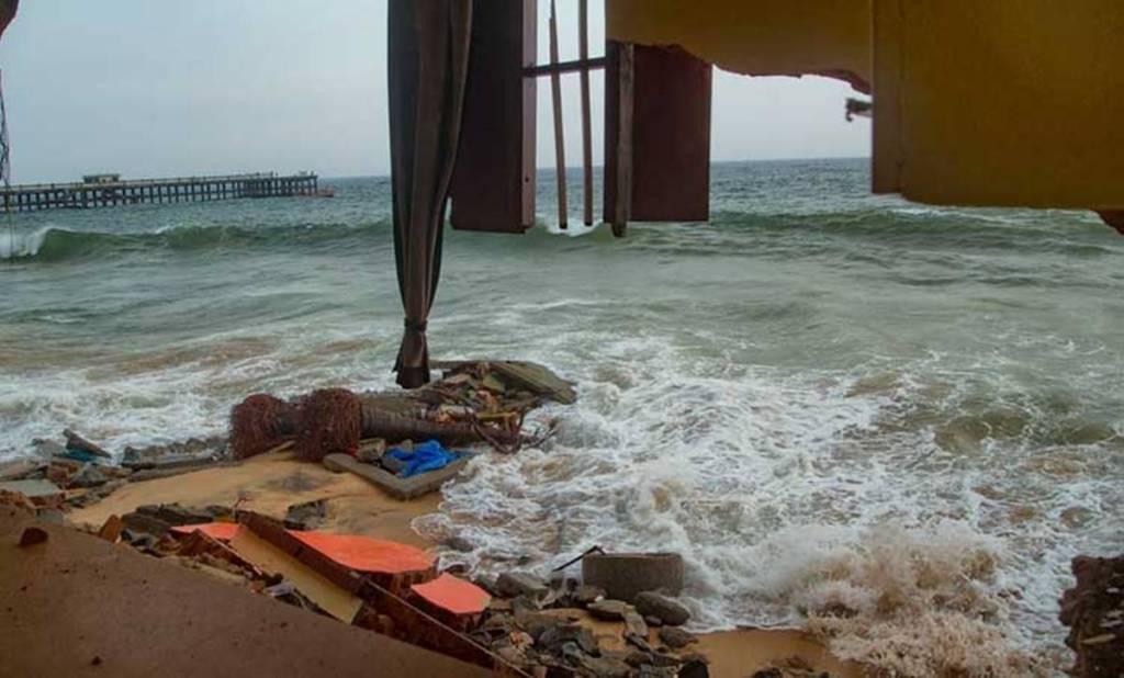sea erosion, കടലാക്രമണം, valiyathura, വലിയതുറ, sea attack, ie malayalam, ഐഇ മലയാളം