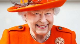 Queen Elizabeth II hiring social media manager, എലിസബത്ത് രാജ്ഞിക്ക്, സോഷ്യല്മീഡിയാ മാനേജര്, ഫെയ്സ്ബുക്ക്, facebook, twitter ട്വിറ്റര്, ie malayalam, ഐഇ മലയാളം