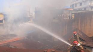 Fire, തീപിടുത്തം, Fire in Trivandrum, തിരുവനന്തപുരത്ത് തീപിടുത്തം, Thiruvananthapuram, തിരുവനന്തപുരം, fire force, ഫയർ ഫോഴ്സ്, iemalayalam, ഐഇ മലയാളം