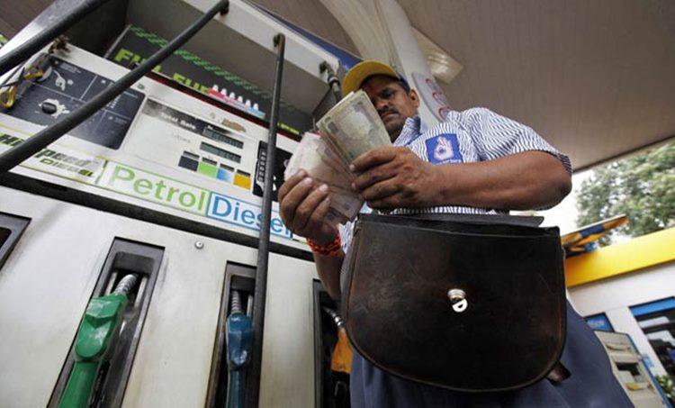 Petrol Diesel Rate Hike, Petrol Price hike, Petrol Diesel Rate Kerala, Petrol Rate India, Narendra Modi and Petrol Price, പെട്രോൾ വില, കേരളത്തിലെ പെട്രോൾ ഡീസൽ വില, പെട്രോൾ ഡീസൽ വില വർധനവ്, ഇന്ധനവില, LPG, LPG Rate Hike,