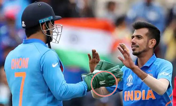 """icc world cup 2019, cricket world cup, ind vs SA, ms dhoni, army insignia dagger, ms dhoni gloves dagger, ms dhoni para military force dagger, ms dhoni army rank, viral news, cricket news, sports news, indian express"""""""