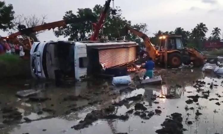 Palakkad, പാലക്കാട്, Bus Accident, ബസപകടം, injured, പരുക്കേറ്റു, bangalore, ബംഗളൂരു,