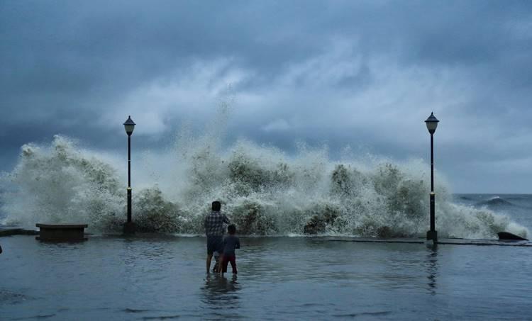 Kerala news, Kerala news live, Malayalam news updates, weather, crime, traffic, train, airport, കാലാവസ്ഥ, ക്രൈം, ട്രെയിൻ, കനത്ത മഴയ്ക്ക് സാധ്യത, yellow alert, യെല്ലോ അലേർട്ട്, iemalayalam, ഐഇ മലയാളം