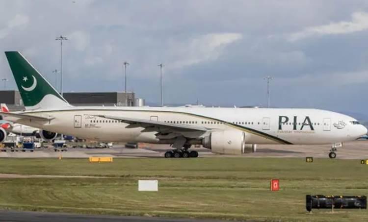 Pak airlines, പാക് എയർലൈൻസ്, PIA flight, Pakistan International Airlines, പാക്കിസ്താൻ ദേശീയ എയർലൈൻസ്, emergency exit, emergency exit door, toilet, Manchester airport, iemalayalam, ഐഇ മലയാളം