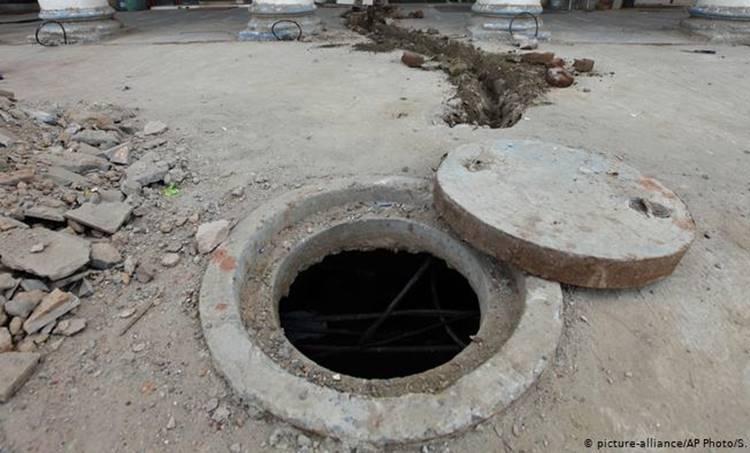 Gujarat, ഗുജറാത്ത്. Death, മരണം, septic tank, അഴുക്കുചാല്, safety, സുരക്ഷാ വീഴ്ച്ച