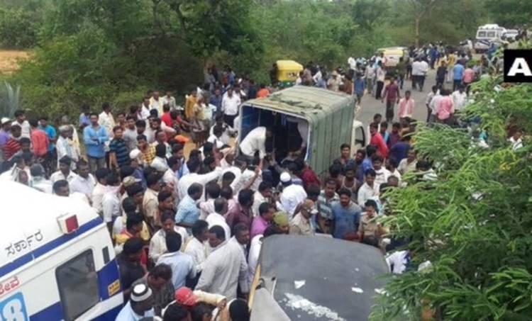 Karnataka, കര്ണാടക, Bus Accident, ബസപകടം, dead, മരണം, auto, ഓട്ടോ, busബസ്