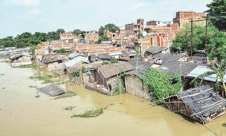 Bihar floods, ബിഹാർ പ്രളയം, Bihar floods death toll, മരണസംഖ്യ, Bihar floods news, മഴ, കാലാവസ്ഥാ, bihar rains, bihar weather today, bihar monsoon, flash flood bihar, Nitish kumar, india news, Indian express
