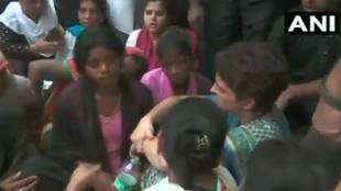 Priyanka Gandhi, പ്രിയങ്ക ഗാന്ധി,Priyanka Gandhi Unnao, Unnao Rape Case,ഉന്നാവോ പീഡനക്കേസ്, Unnao Rape Victim,ഉന്നാവോ പീഡനക്കേസ് ഇര, Unnao Accident, Unnao, ie malayalam, ഐഇ മലയാളം
