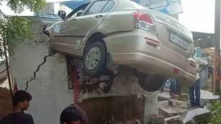 Hyderabad car accident, ഹൈദരാബാദ് കാർ അപകടം, car accident Hyderabad, കാർ അപകടം, car on roof of teashop in Hyderabad, Hyderabad police, india news, iemalayalam, ഐഇ മലയാളം