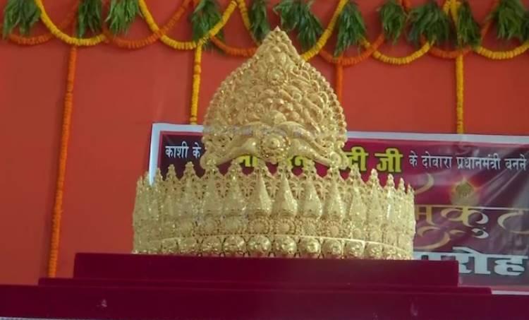 pm modi birthday, നരേന്ദ്ര മോദിയുടെ പിറന്നാൾ, narendra modi birthday, പ്രധാനമന്ത്രിയുടെ പിറന്നാൾ, fan offers gold crown on pm modi's birthday, pm modi birthday today, indian express news, iemalayalam, ഐഇ മലയാളം