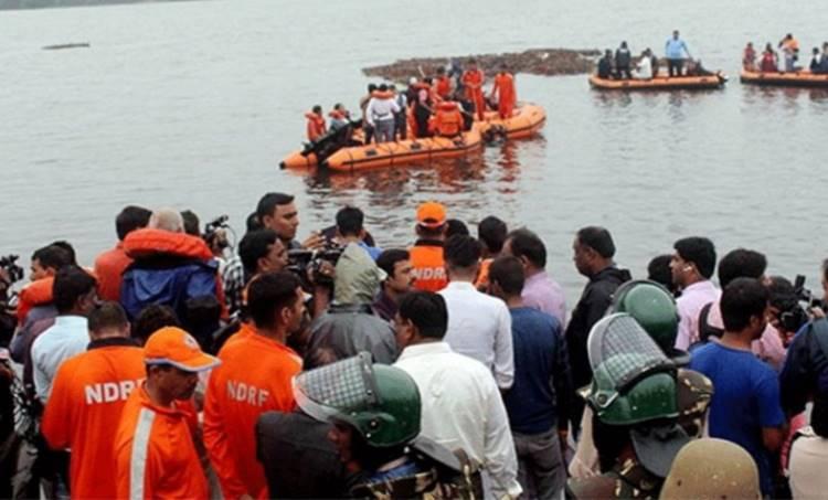 andhra pradesh boat capsize,ആന്ധ്രാപ്രദേശ് ബോട്ട് അപകടം, east godavari district,ഗോദാവരി, ap boat capsize, india news, indian express