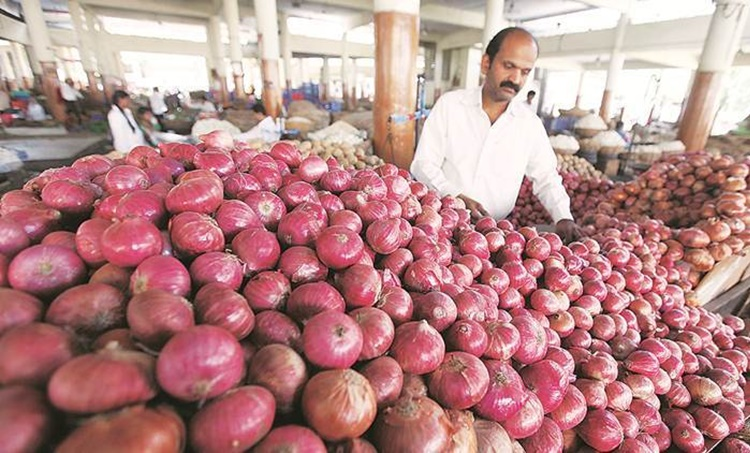 onion prices,ഉള്ളി വില, സവാള വില, onion export,സവാള കയറ്റുമതി, govt bans onion export,സവാള കയറ്റുമതി നിരോധിച്ചു, rising onion prices