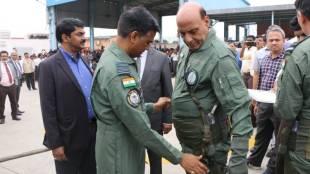 rajnath singh tejas fighter jet, രാജ്നാഥ് സിങ്, തേജസ് യുദ്ധവിമാനം, defence minister rajnath singh, പ്രതിരോധമന്ത്രി രാജ്നാഥ് സിങ്, light combat aircraft (LCA) Tejas, iemalayalam, ഐഇ മലയാളം