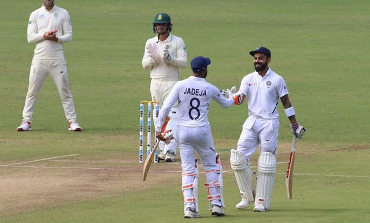 India vs South Africa, ഇന്ത്യ - ദക്ഷിണാഫ്രിക്ക, Virat Kohli Test Century, വിരാട് കോഹ്ലിക്ക് സെഞ്ചുറി, Virat Kohli 26th Test Century, 26 -ാം ടെസ്റ്റ് സെഞ്ചുറി വിരാട് കോഹ്ലി, Indian Cricket Team, India vs South Africa Test , ഇന്ത്യ ദക്ഷിണാഫ്രിക്ക രണ്ടാം ടെസ്റ്റ്, IE Malayalam, ഐഇ മലയാളം