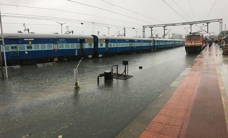 ernakulam south railway station, rain, ie malayalam