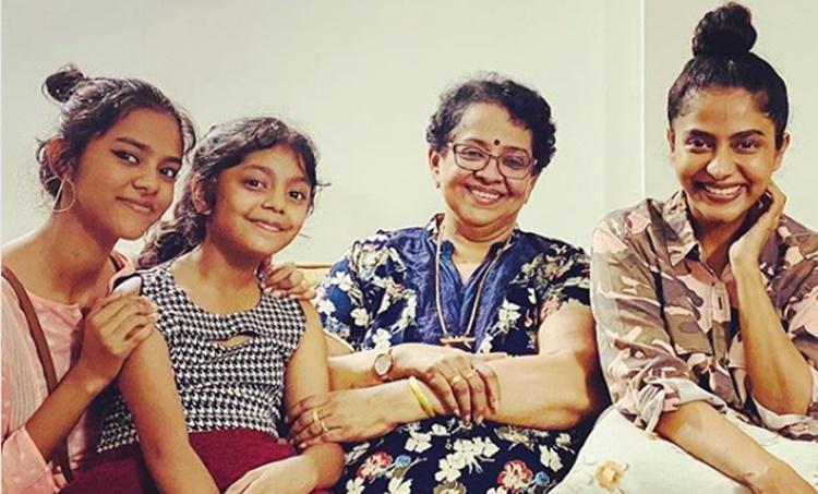mallika sukumaran, മല്ലിക സുകുമാരൻ കുടുംബം, Poornima Indrajith, പൂർണിമ ഇന്ദ്രജിത്, Prithviraj, പൃഥ്വിരാജ്, prithviraj family, prithviraj father, Prithviraj, prithviraj latest, പുതിയ ചിത്രം, സിനിമ, Entertainment, സിനിമാ വാര്ത്ത, ഫിലിം ന്യൂസ്, Film News, കേരള ന്യൂസ്