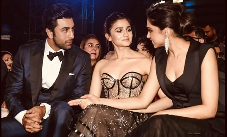 ranbir kapoor, രൺബീർ കപൂർ, alia bhatt, ആലിയ ഭട്ട്, Deepika Padukone, ദീപിക പദുക്കോൺ ranbir kapoor kissing alia, alia bhatt, alia bhatt loves ranbir kapoor, alia bhatt says she loves ranbir kapoor, രൺബീർ കപൂർ, ആലിയ ഭട്ട്, ദീപിക പദുകോൺ, രൺവീർ സിംഗ്, പുതിയ ചിത്രം, സിനിമ, Entertainment, സിനിമാ വാര്ത്ത, ഫിലിം ന്യൂസ്, Film News, കേരള ന്യൂസ്, കേരള വാര്ത്ത, Kerala News, മലയാളം ന്യൂസ്, മലയാളം വാര്ത്ത, Malayalam News, Breaking News, പ്രധാന വാര്ത്തകള്, ഐ ഇ മലയാളം, iemalayalam, indian express malayalam, ഇന്ത്യന് എക്സ്പ്രസ്സ് മലയാളം