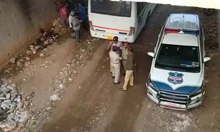Hyderabadencounter,ഹെെദരാബാദ് ഏറ്റുമുട്ടല് കൊല,Hyderabad rape case,ഹെെദരാബാദ് ബലാത്സംഗ കേസ്, hyderabad encounter news, Justice Kemal Pasha, ജസ്റ്റിസ് കെമാൽ പാഷ, Hyderabad rape case encounter, ഹെെദരാബാദ് ബലാത്സംഗ കേസ്ഏറ്റുമുട്ടല് കൊല,Hyderabad rape case,ഹെെദരാബാദ് ബലാത്സംഗ കേസ്, VC Sajjanar,വി.സി. സജ്ജനാർ, Police commissioner VC Sajjanar,പൊലീസ് കമ്മിഷണര് വി.സി. സജ്ജനാർ, IE Malayalam, ഐഇ മലയാളം