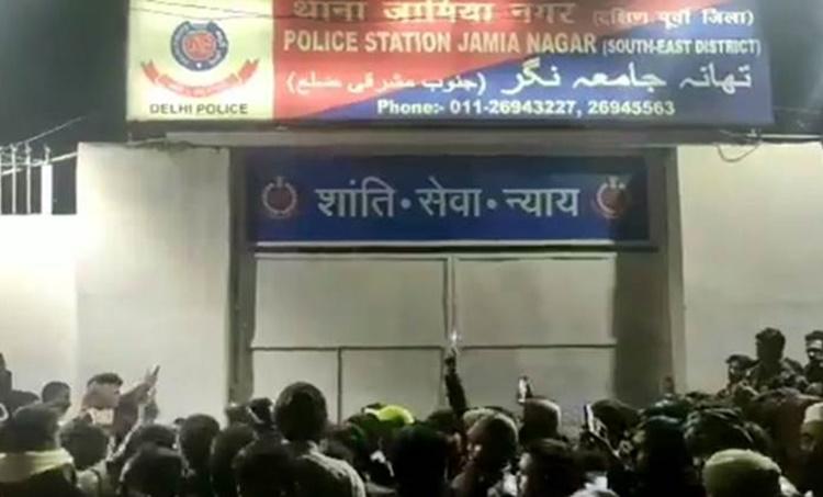 Jamia firing, ജാമിയയ്ക്ക് മുന്നിൽ വെടിവയ്പ്പ്, jamia shooting, jamia university firing, Delhi Jamia university shooting, Delhi news, Jamia Milia Islamia, Jamia violence, Jamia CAA protest,, iemalayalam, ഐഇ മലയാളം