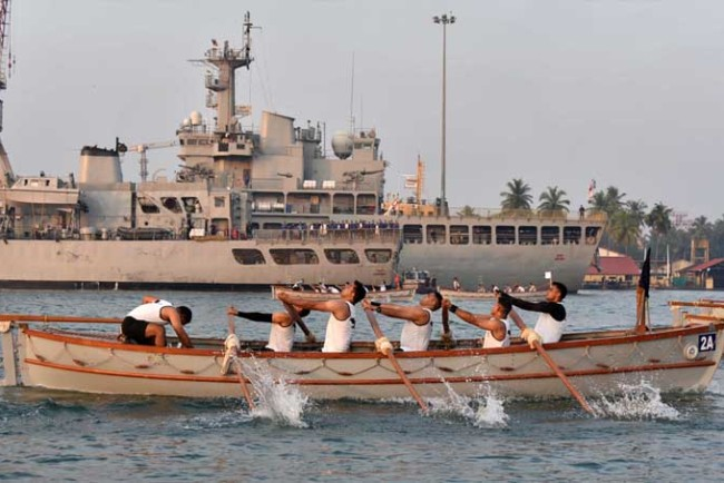 Southern Naval Command, സതേൺ നേവൽ കമാൻഡ്, Pulling Regatta, തുഴച്ചിൽ മത്സരം, Ernakulam Channel, ie malayalam, ഐഇ മലയാളം