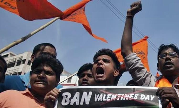 Valentine's Day, പ്രണയദിനം, വാലന്റൈൻസ് ഡേ, Bajrang Dal, ബജ്റംഗ ദൾ, Valentine's Day Hyderabad, Pulwama attack anniversary, Veer Jawan Diwas, hyderabad news, indian express, iemalayalam, ഐഇ മലയാളം