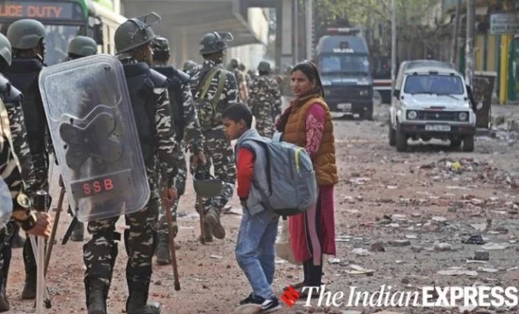 Delhi violence, ഡൽഹി കലാപം, caa, സിഎഎ, caa protest, സിഎഎ പ്രതിഷേധം, caa protest today, ഡൽഹിയിൽ സംഘർഷം, chand bagh, maujpur, bhajanpura, jaffrabad, caa protest latest news, delhi caa protest, caa latest news, delhi caa protest, violence in delhi, violence in delhi today, violence in delhi today latest news, delhi violence today, maujpur delhi, maujpur delhi latest news, maujpur babarpur metro station, jaffrabad news, jaffrabad news latest news, iemalayalam, ഐഇ മലയാളം