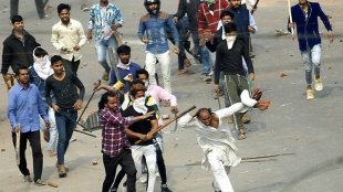 Delhi riot, ഡല്ഹി കലാപം,Delhi violence, ഡല്ഹി അക്രമങ്ങള്,Delhi violence first arrest,ഡല്ഹി അക്രമം ആദ്യ അറസ്റ്റ്,delhi police, ഡല്ഹി പൊലീസ്,Delhi communal violence, ഡല്ഹി വര്ഗീയ അക്രമങ്ങള്,Shiv Vihar, ശിവ് വിഹാര്, iemalayalam,ഐഇമലയാളം