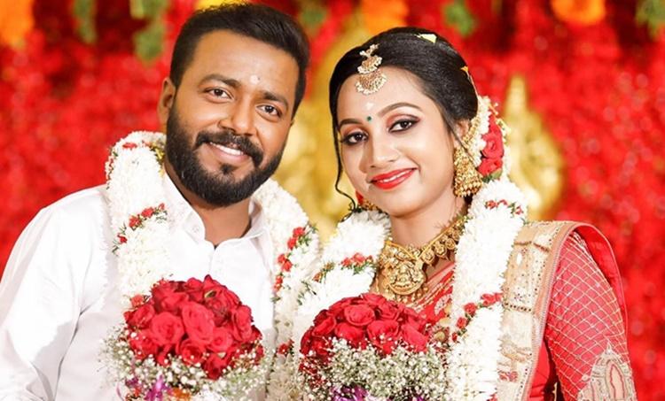 Vishnu Unnikrishnan, Vishnu Unnikrishnan wedding photos, Vishnu Unnikrishnan wedding video, Indian express malayalam, IE Malayalam, വിഷ്ണു ഉണ്ണികൃഷ്ണൻ, വിഷ്ണു ഉണ്ണികൃഷ്ണൻ വിവാഹിതനായി