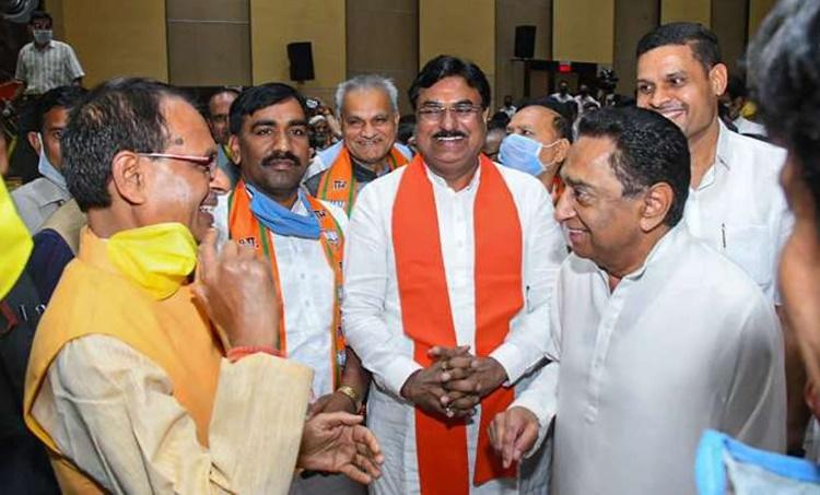 madhyapradesh, മധ്യപ്രദേശ്, sivarajsingh chauhan, ശിവരാജ് സിംഗ് ചൗഹാന്, new chief minister, മധ്യപ്രദേശ് മുഖ്യമന്ത്രി, bjp, congress, ബിജെപി, കോണ്ഗ്രസ്, kamalnath, jyothiradhithya sindhya, കമല്നാഥ്, ജ്യോതിരാദിത്യ സിന്ധ്യ, iemalayalam, ഐഇമലയാളം