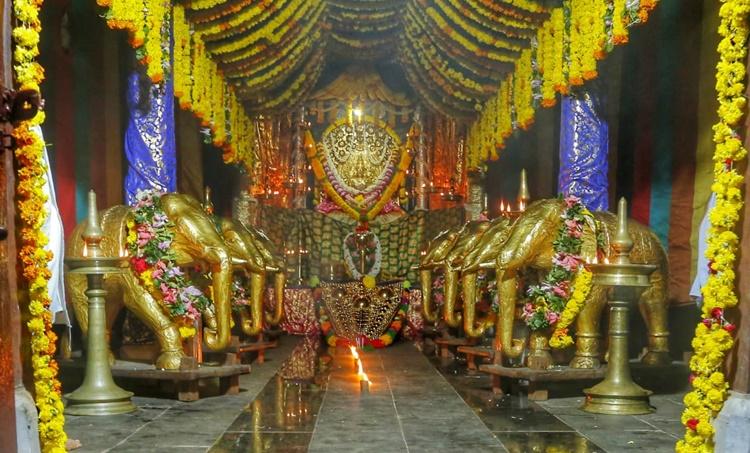 ettumanoor-sree-mahadeva-temple-ഏറ്റുമാനൂര്-ശ്രീ-മഹാദേവ-ക്ഷേത്രം-ezhara-ponnana--ഏഴരപ്പൊന്നാന-iemalayalam-ഐഇമലയാളം