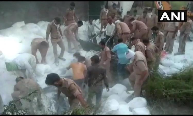 21 കുടിയേറ്റ തൊഴിലാളികൾ മരിച്ചു,migrant worker,truck accident,അപകടം,ട്രക്കുകൾ കൂട്ടിയിടിച്ച് അപകടം,യുപി,ccident in uttar pradesh,lockdown