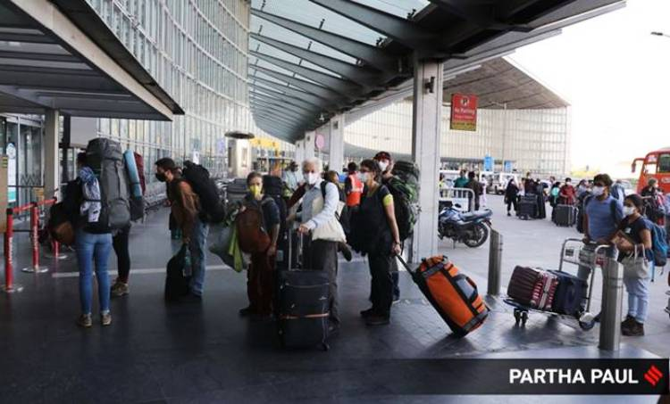 covid 19,covid 19 gulf,covid 19 india,covid 19 kerala,covid 19 uae,expats from uae,flights with expats,fly to kerala, കൊവിഡ് 19,കൊവിഡ് 19 ഇന്ത്യ,കൊവിഡ് 19 യുഎഇ,കൊവിഡ് 19 ഗള്ഫ്,ആദ്യ വിമാനം കേരളത്തിലേക്ക്,പ്രവാസികള്ക്ക് ആശ്വാസം,കേരളത്തിലേക്ക് പ്രവാസികള്,യുഎഇയില് നിന്ന് കേരളത്തിലേക്ക്,vande bharat, samudra setu, വന്ദേ ഭാരത്, സമുദ്ര സേതു, ie malayalam, ഐഇ മലയാളം