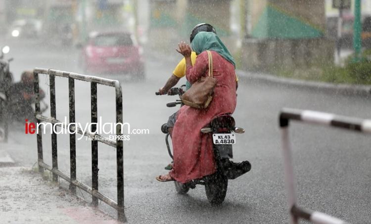 Kerala weather, കാലാവസ്ഥ, Kerala weather report, 2020 August 11, weather today, rain today, കേരളത്തിലെ കാലാവസ്ഥ, weather thiruvananthapuram, കാലാവസ്ഥ തിരുവനന്തപുരം, weather kochi, കാലാവസ്ഥ കൊച്ചി, weather palakkad, കാലാവസ്ഥ പാലക്കാട്, weather kozhikode, കാലാവസ്ഥ കോഴിക്കോട്, weather thrissur, കാലാവസ്ഥ തൃശൂർ, ie malayalam, ഐഇ മലയാളം, tomorrow weather