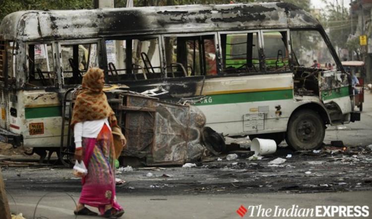 delhi riots, northeast delhi riots, whatsapp group behind delhi riots, northeast delhi communal riots, Hindu muslim clash, pro anti caa protesters clash, jaffrabad, whatsapp group, hate speech,indian express, ഡൽഹി കലാപം, വടക്കുകിഴക്കൻ ഡെൽഹി കലാപം, ഡൽഹി കലാപത്തിന് പിന്നിലെ വാട്സ്ആപ്പ് ഗ്രൂപ്പ്, വടക്കുകിഴക്കൻ ഡൽഹി സാമുദായിക കലാപം, ഹിന്ദു മുസ്ലിം ഏറ്റുമുട്ടൽ, ജാഫ്രാബാദ്, വാട്സ്ആപ്പ് ഗ്രൂപ്പ്, വിദ്വേഷ ഭാഷണം, ie malayalam,ഐഇ മലയാളം