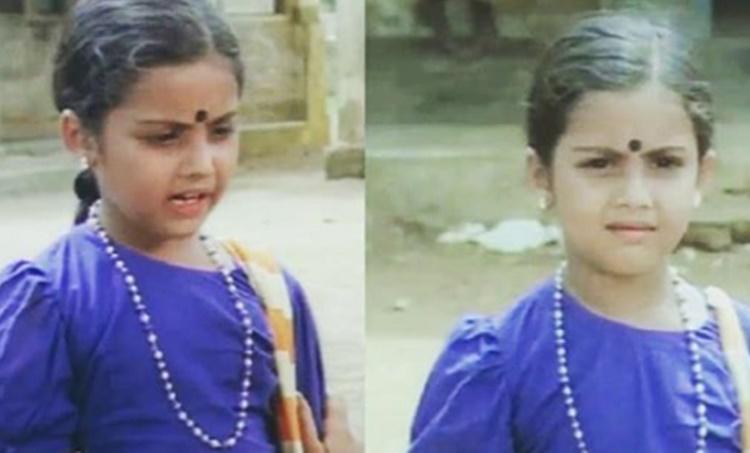 meena, മീന, meena instagram, childhood photo, ബാല്യകാല ചിത്രം, Rajinikanth, രജനികാന്ത്, ie malayalam, ഐഇ മലയാളം