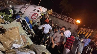 Karipur airport, Karipur airport plane mishap, plane crash karipur, accident karipur, karipur airport, air india plane skids, കരിപൂര്‍, കോഴിക്കോട്, ie malayalam, ഐഇ മലയാളം